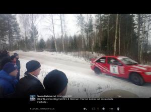 @KariNuutinen pyysi ottamaan kuvan pätkältä, räntää satoi, mutta kuva otettiin. Tätä on rallin Twitter-yhteisön vuorovaikutteisuus.