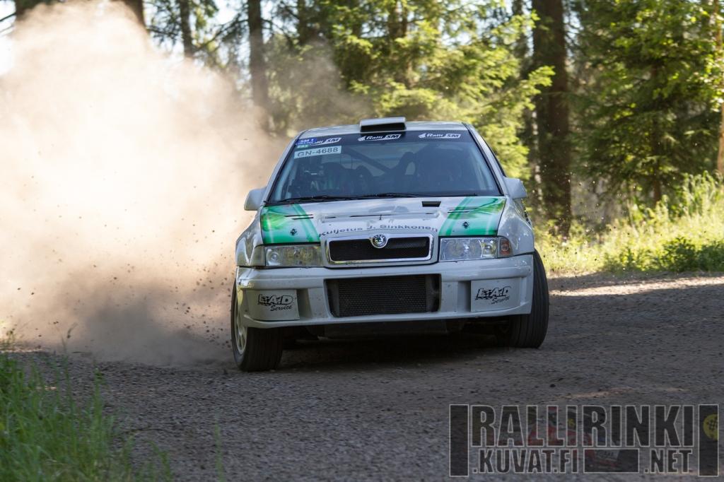 Pientä reistailua oli, mutta tällä kertaa Jukka Ketomäen Octavia WRC kesti maaliin asti ja tuloksena oli kotirallin voitto.