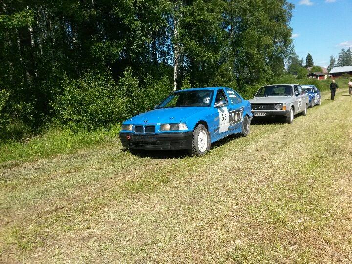 Rallirinki-BMW osallistui myös. Viiankorpi - Heinonen ajoivat luokassaan kahdeksanneksi. Tulokset määriteltiin EK1:n mukaan, kun kakkos-ek keskeytyi juuri Rallirinki-Bemarin jälkeen. Toiselle kierrokselle keskituntinopeus kuitenkin kasvoi, mikä on tietysti aina hyvä asia.