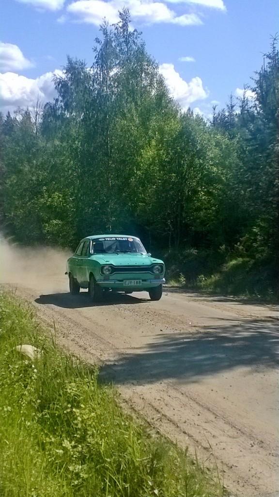 Jukojärven Minirallin aikana keli helli ja olihan autojenkin joukossa joitain kaunokaisia.