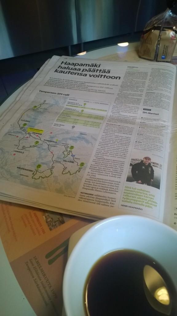 Aamulehti uutisoi SM-rallista hyvin. Perjantaina lukijoille tarjottiin sivun ennakkojuttu, joka harvinaisesti sisälsi myös reittikartan.